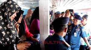 syahbandar kendari melakukan pemeriksaan kapal yang akan membawa penumpang mudik