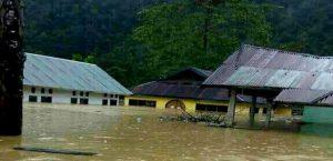 Rumah warga di Moramo masih tergenang banjir
