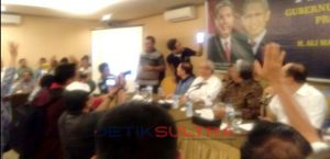 Konferensi Pers Ali Mazi