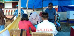 Wabup Buteng La Ntau saat melakukan pemcoblosan di TPS