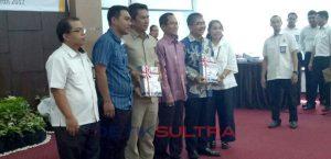 Bupati Butur Abu Hasan menerima penghargaan WTP