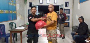 Peneyerahan bantuan korban banjir kepada camat sampara