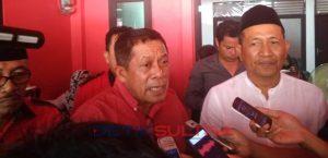 Ketua DPD PDIP Sultra, Hugua (kiri) dan Ketua DPC PDIP Kota Kendari, Ishak Ismail