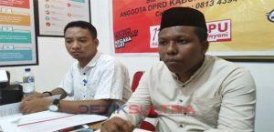 ketua KPUD wakatobi, Abdul Rajab bersama Ahmad Soni