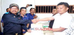 Ketua DPC Nasdem Buteng, La Ntau, saat menyerahkan berkas Bacaleg ke KPU Buteng