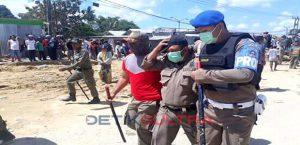 Anggota Sat Pol PP Terluka Terkena Lemparan Batu