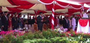 Ketua DPRD SUltra Membacakan Teks Proklamasi