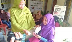 Foto Suasana Pembagian Kartu Penerima Manfaat di Kantor Lurah Puuwatu