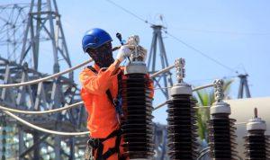 Proses perbaikan gardu induk listrik di Palu