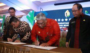 Penandatanganan MOU BPJS Ketenagakerjaan untuk Kepala Desa dan Aparatur Desa oleh Gubernur Sultra Ali Mazi