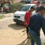 jalan nyaris patah di Kampung Salo-Kendari Caddi