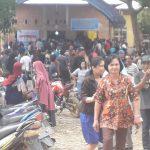 ratusan warga desa pubunga mendatangi tempat pemilihan kades-min