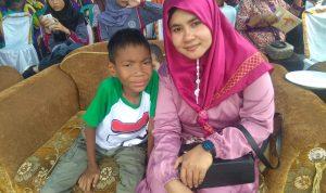 Khoirul Azzam bersama ibunya Nurhasanah