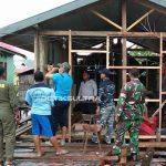 TNI AL Bedah Rumah Warga Miskin di Konawe