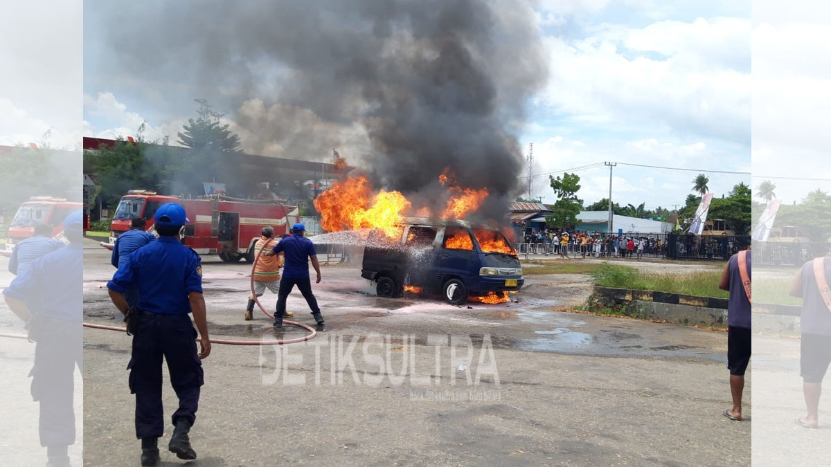 Photo of Mini Bus Terbakar di SPBU Baypass Raha